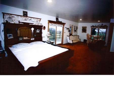Chesapeake bay vacation rental sleeping accomodations Master bedroom with two full beds